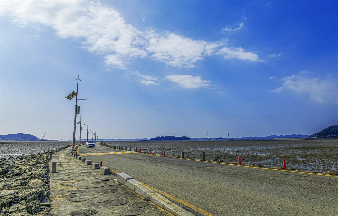 비대면으로 이동하며 여행할 수 있는 최적의 이동수단으로 자동차가 있다. 섬으로 바다로...