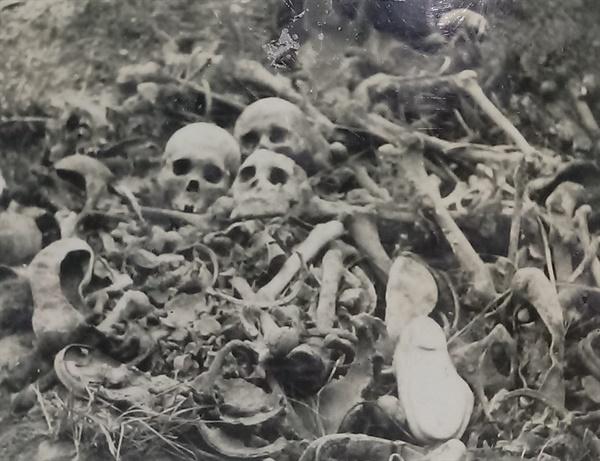 대구 가창골에서 유해발굴하는 모습