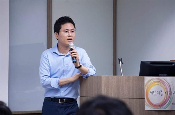 '밀정, 우리 안의 적'을 출간한 이재석 KBS 기자