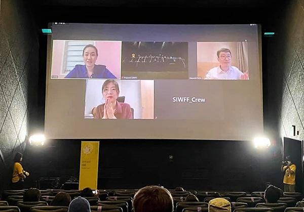 13일 <보드랍게> 상영 후 비대면으로 진행된 관객과의 대화 모습.