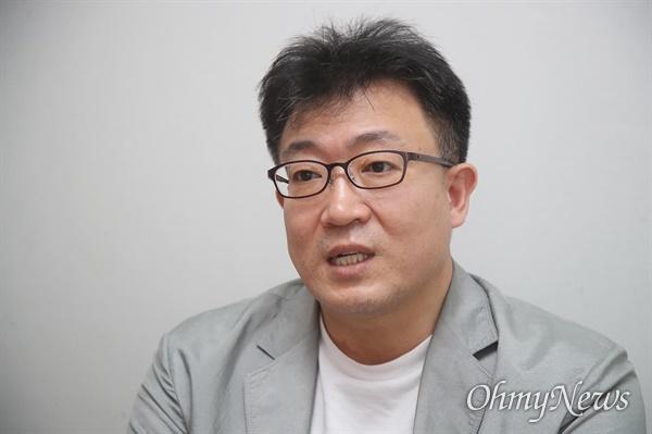 서울시에서 인사담당 기획비서관을 지낸 민경국씨가 17일 오전 서울 종로구 <오마이뉴스> 사무실에서 인터뷰를 하고 있다.