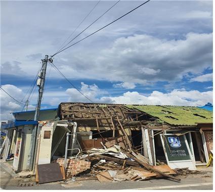 9월 14일 구례 읍내  9월 14일에 찍은 구례 읍내 무너진 집