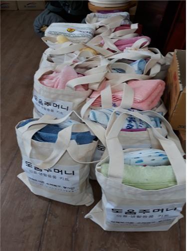 의료 및 생필품 키트 산책도서관에서 나눠준 의료 및 생필품 키트