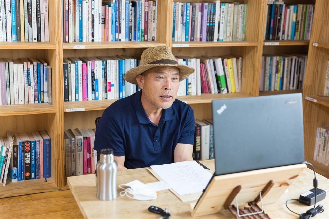 김하동 님은 상주 '사람과 땅' 농장을 운영한다. 7년쯤 전부터 인수마을밥상에 쌀을 공급해 주시면서 맺은 인연으로 오늘 강의가 열렸다.