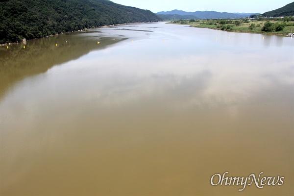 9월 19일 낙동강 합천창녕보 상하류에 흙탕물로 채워져 있다.