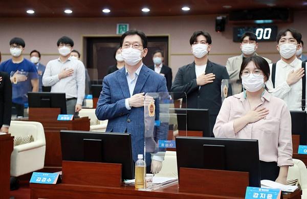 경남청년정책네트워크는 9월 19일 오후 경남도의회 본회의장에서 '제1회 청년의 날'을 맞아 '청년의회'를 열었다.