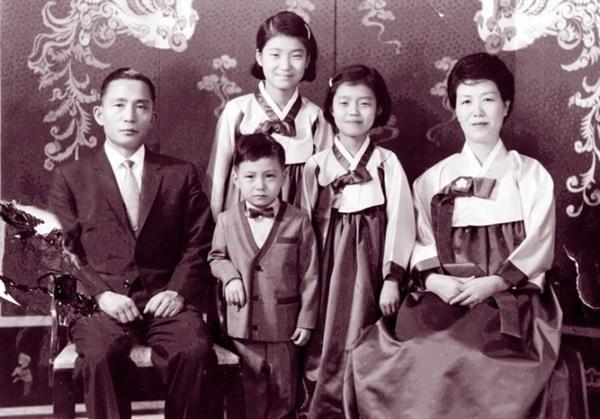 청와대 생활 당시의 박근혜 가족