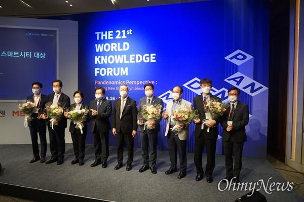 고양시는 매일경제신문과 MBN이 주최한 '2020 대한민국 지식혁신 스마트시티 대상' 공모에서 우수상을 수상했다. 시상식은 제21회 세계지식포럼 프로그램의 하나로 9월 18일 서울 신라호텔에서 열렸다.