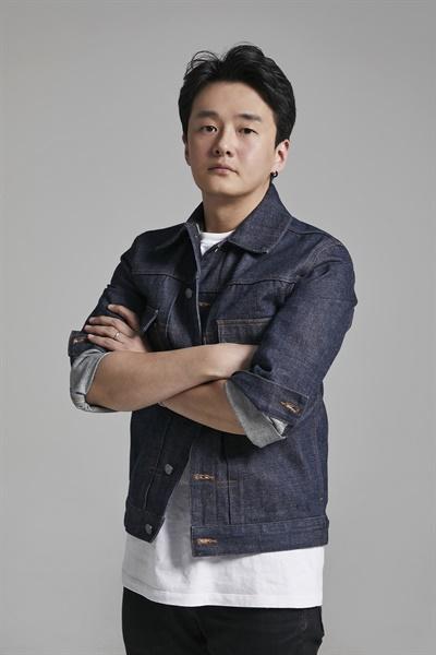 오윤환 카카오TV 오리지널 스튜디오 제작총괄 인터뷰 사진