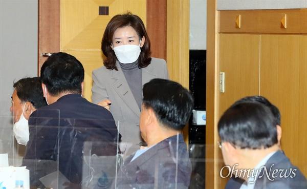 나경원 전 의원이 22일 서울 여의도 중앙보훈회관에서 열린 국민의힘 서울시 국회의원 및 시당위원장 회의에 참석하고 있다.