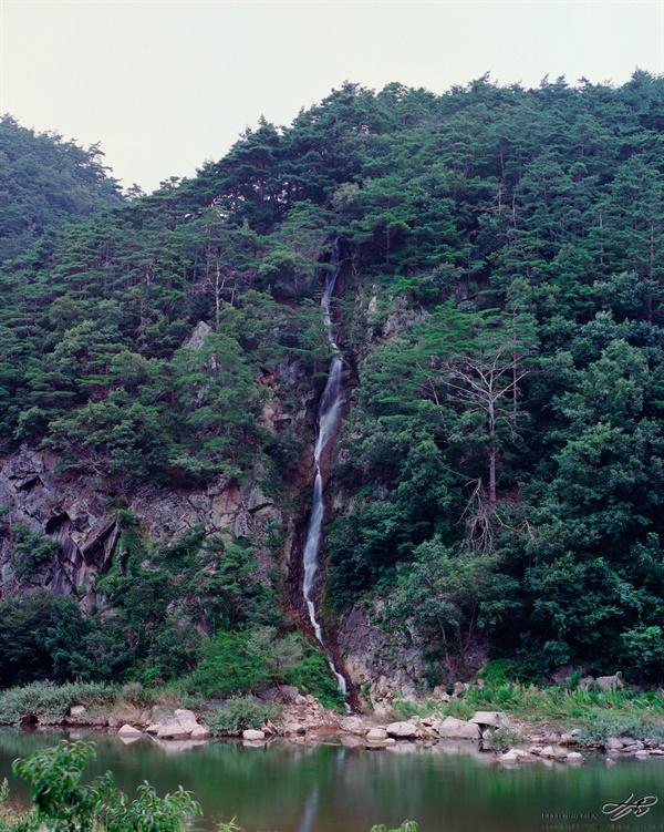 월화폭포 (Portra400)소박하지만 자연폭포인 월화폭포. 월루마을에서 내려오는 작은 물줄기.