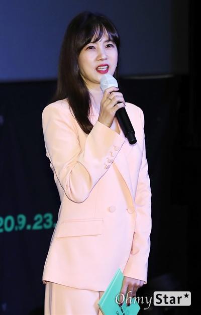 박소현, '고스트나인' 사랑 박소현 배우가 3일 오후 서울 강남구의 한 공연장에서 열린 고스트나인(GHOST9)의 데뷔 앨범 < 프리 에피소드 1 : 도어(PRE EPISODE 1 : DOOR) > 쇼케이스에서 진행을 하고 있다.  고스트나인은 '프로듀스X101'에서 활약 후 '틴틴'으로 프리 유닛 데뷔를 했던 이우진, 이진우, 이태승을 포함해 황동준, 이신, 최준성, 이강성, 손준형, 프린스로 구성된 9인조 보이그룹이다.