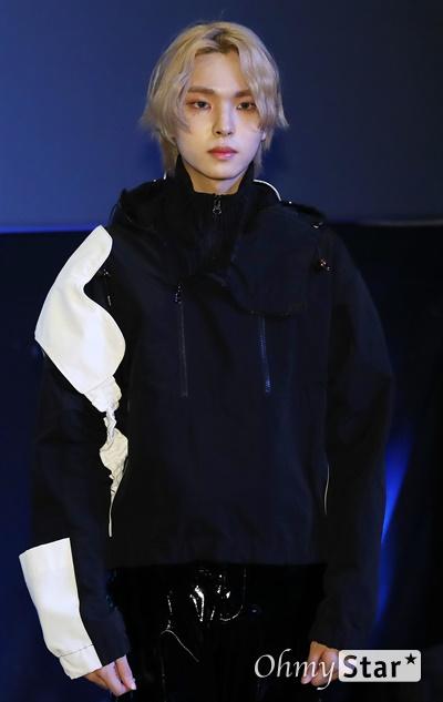 '고스트나인' 이강성, 오묘한 분위기 고스트나인(GHOST9)의 이강성이 23일 오후 서울 강남구의 한 공연장에서 열린 데뷔 앨범 < 프리 에피소드 1 : 도어(PRE EPISODE 1 : DOOR) > 쇼케이스에서 포토타임을 갖고 있다.  고스트나인은 '프로듀스X101'에서 활약 후 '틴틴'으로 프리 유닛 데뷔를 했던 이우진, 이진우, 이태승을 포함해 황동준, 이신, 최준성, 이강성, 손준형, 프린스로 구성된 9인조 보이그룹으로 '지구공동설'에서 착안한 방대한 세계관을 앞세우고 있다.