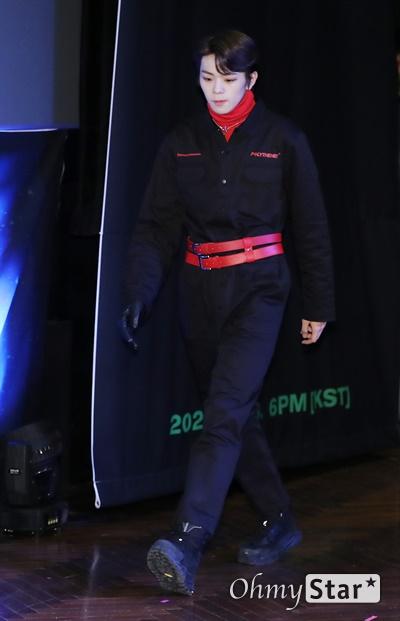'고스트나인' 이태승, 똘망똘망한 눈빛 고스트나인(GHOST9)의 이태승이 23일 오후 서울 강남구의 한 공연장에서 열린 데뷔 앨범 < 프리 에피소드 1 : 도어(PRE EPISODE 1 : DOOR) > 쇼케이스에서 포토타임을 갖고 있다.  고스트나인은 '프로듀스X101'에서 활약 후 '틴틴'으로 프리 유닛 데뷔를 했던 이우진, 이진우, 이태승을 포함해 황동준, 이신, 최준성, 이강성, 손준형, 프린스로 구성된 9인조 보이그룹으로 '지구공동설'에서 착안한 방대한 세계관을 앞세우고 있다.