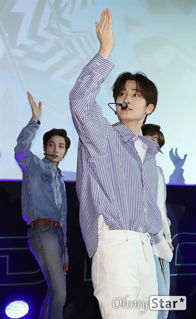 '고스트나인' 청량한 소년들 고스트나인(GHOST9)이 23일 오후 서울 강남구의 한 공연장에서 열린 데뷔 앨범 < 프리 에피소드 1 : 도어(PRE EPISODE 1 : DOOR) > 쇼케이스에서 수록곡 '야간비행'을 선보이고 있다.  고스트나인은 '프로듀스X101'에서 활약 후 '틴틴'으로 프리 유닛 데뷔를 했던 이우진, 이진우, 이태승을 포함해 황동준, 이신, 최준성, 이강성, 손준형, 프린스로 구성된 9인조 보이그룹으로 '지구공동설'에서 착안한 방대한 세계관을 앞세우고 있다.