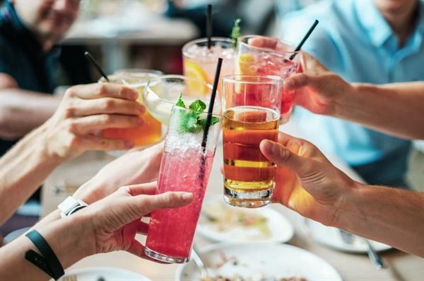 이렇게 이번 명절은 '포트럭 파티'(Potluck Party, 참석자들이 각자 음식을 가져와 서로 나눠 먹는 파티)처럼 보내기로 했다.?
