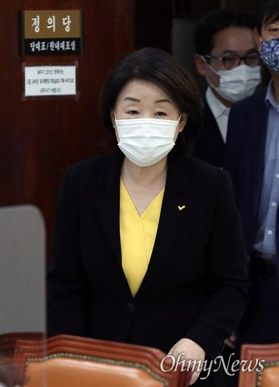 심상정 정의당 대표가 24일 오전 서울 여의도 국회에서 열린 퇴임 기자회견에 참석하고 있다.