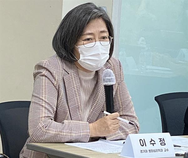 이수정 경기대 범죄심리학과 교수가 24일 한국여성의전화에서 열린 '김학의·윤중천 등에 의한 성폭력 사건'을 둘러싼 쟁점 및 해결방안' 라운드테이블에서 발언하고 있다