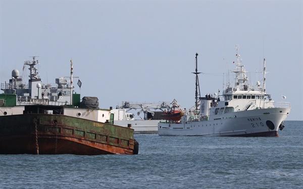 24일 인천시 옹진군 연평도 해상에 정박된 실종 공무원이 탑승했던 어업지도선 무궁화 10호.