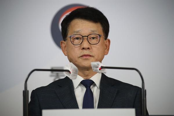 여상기 통일부 대변인이 24일 오후 정부서울청사 브리핑실에서 서해 최북단 소연평도에서 실종된 공무원 관련 발표를 하고 있다.