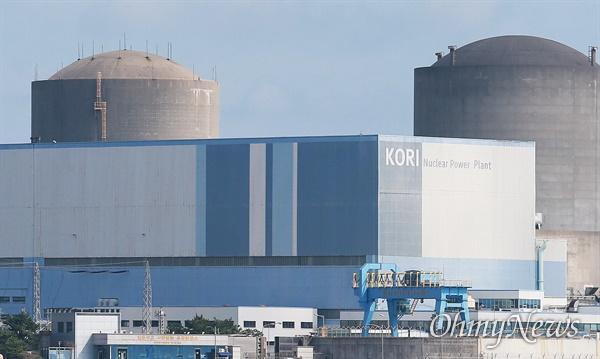 """""""세계 최대의 원전 밀집 지역""""  부산 기장군 장안읍에 있는 고리원자력발전소. 고리원전 1호기는 지난 2017년 영구정지에 들어갔다."""