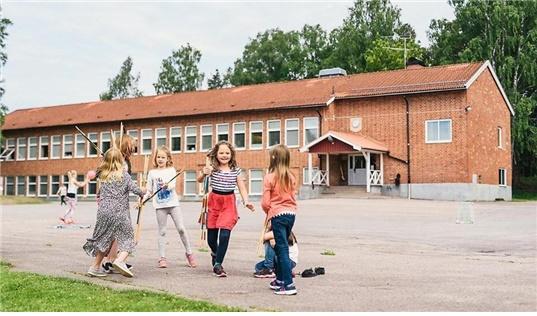 스웨덴의 학교 안 레저타임센터에서 아이들이 뛰어노는 모습.