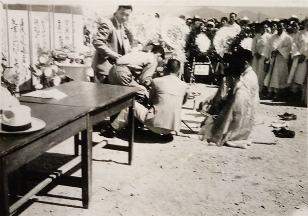 1960년 6월 25일 개최된 합동위령제(사진 제공:김광호)