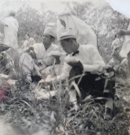 설창고개에 합동묘를 조성하는 모습(사진제공: 김광호)