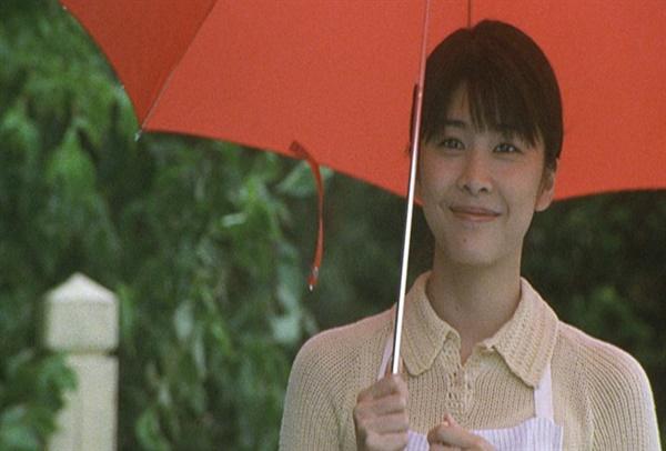 27일 새벽 일본 도쿄 시부야구 아파트에서 극단적 선택으로 숨진 다케우치 유코. 스물넷의 그녀를 일약 일본 최고의 여배우로 만든 영화가 <지금, 만나러 갑니다>다.