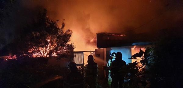9월 28일 오전 3시 52분경 경남 고성군 고성읍 소재 단독주택 화재 발생.