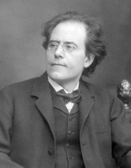 구스타프 말러   구스타프 말러는 여러 낭만주의적 요소들이 집약된 10곡의 교향곡과 관현악 반주의 다양한 가곡들로 유명하다. 20세기 작곡기법에 있어 중요한 선구자로 평가받는 작곡가이자 당대 인정받는 최고의 지휘자였다.