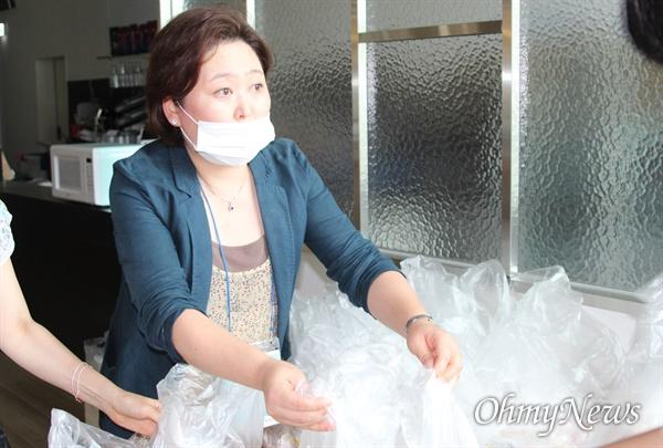 꿈의학교 학생들에게 간식 나눠주기 자원봉사, 허은서씨