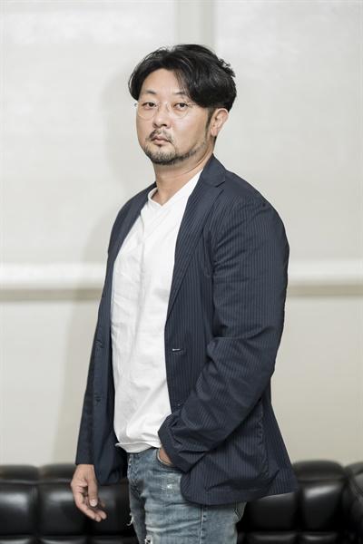 영화 <국제수사>를 연출한 김봉한 감독.