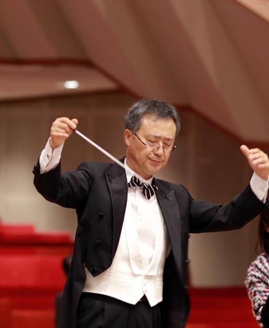 오스트리아 빈필연주홀에서 여도오케스트라를 지휘하는 이종만 교사