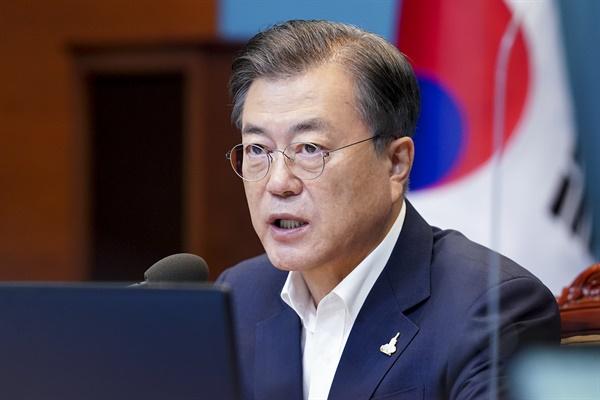 문재인 대통령이 28일 청와대에서 수석·보좌관 회의를 주재하고 있다.