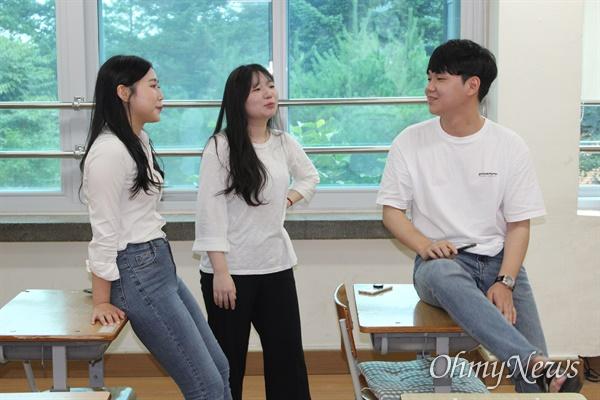왼쪽부터 하효선, 이소현 황지민 학생