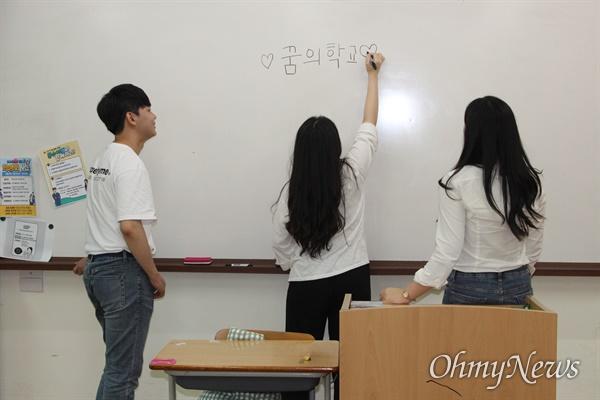 왼쪽부터 황지민, 이소현, 하효선 학생