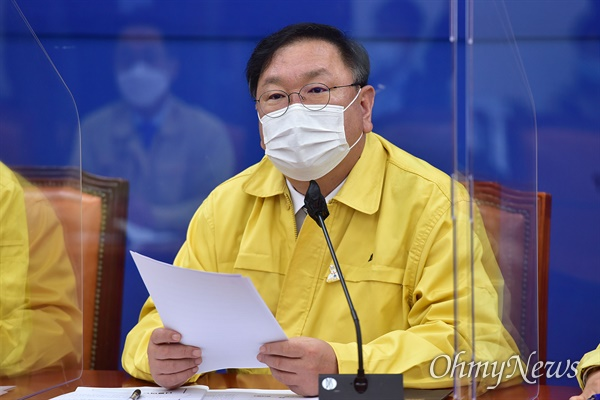더불어민주당 김태년 원내대표가 29일 오전 국회에서 열린 원내대책회의에서 모두발언을 하고 있다.