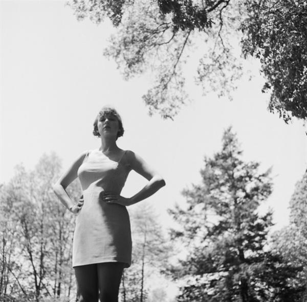 테일러 스위프트는 올해 기습 발매한 정규 8집 <포크로어(folklore)>로 2020년 빌보드 앨범 차트 7주 1위를 기록하며 역사상 가장 오랫동안 앨범 차트 정상에 오른 여성 가수가 됐다.