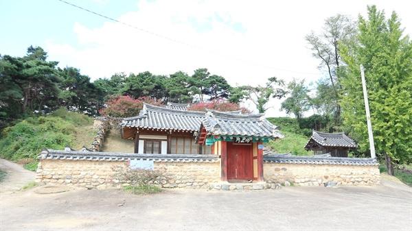 경상북도 상주시 중동면 '낙암서원' 문중 봉안당 근처에 있다. 상주는 유교적 전통이 짙게 남아 있는 전형적인 농촌이었다.