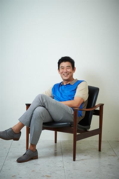 영화 <담보>에서 두석 역을 맡은 배우 성동일.