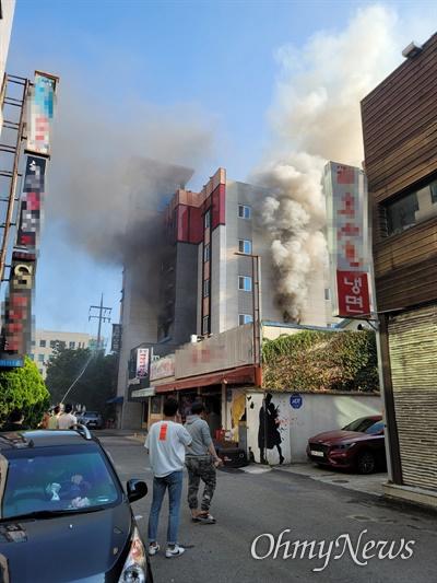 9월 30일 오후 경남 진주시 평거동 한 모텔 건물에서 화재가 발생했다.
