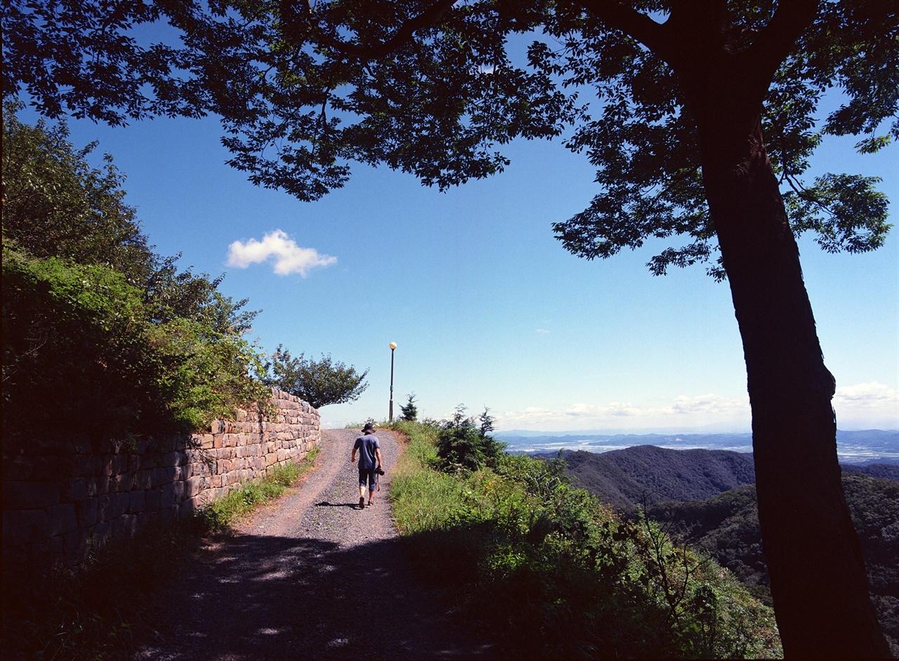 풍경과 뒷모습 (645N/Ektar100) 높은 위치 덕에 어느 곳을 보아도 풍경이 수려했다.