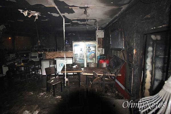 3일 오전 3시 48분께 대구시 달서구 성당동 한 건물 2층에서 불이 나 2명이 숨지고 1명이 중상을 입었다.