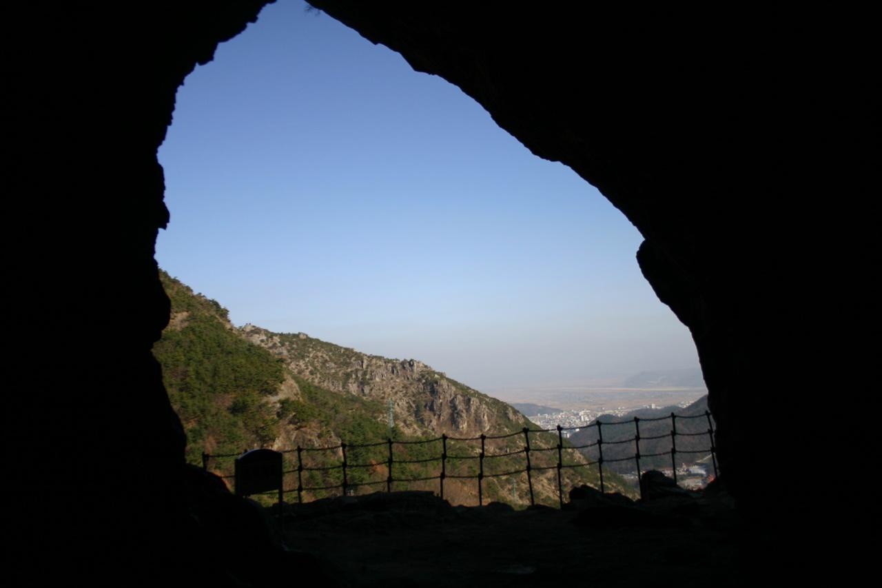 금오산 도선굴에서 바라본 낙동강과 구미 시가지