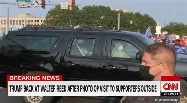 코로나19로 입원 치료를 받는 도널드 트럼프 미국 대통령의 병원 밖 외출을 보도하는 CNN 뉴스 갈무리.