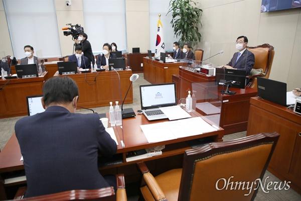 6일 국회에서 열린 국방위원회 전체회의에 간사직 사퇴 의사를 밝힌 국민의힘 한기호 의원의 자리가 비어있다.