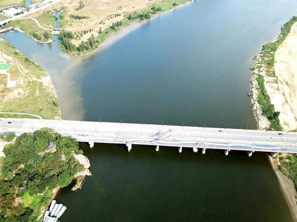 금강에서 보령댐으로 용수를 공급하는 도수로가 있는 부여군.