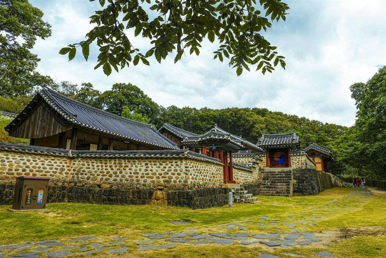 임진강 벼랑 끝에 고요히 자리잡은 숭의전에 가면 고려왕조의 이야기가 있다.