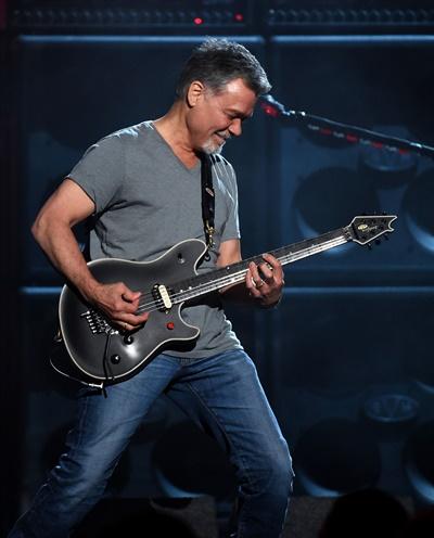'반 헤일런'의 리더이자, 전설적인 기타리스트 에디 반 헤일런이 후두암으로 별세했다. 향년 65세다.